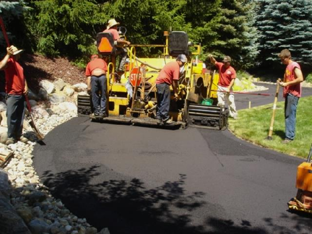 Laying the Asphalt- Asphalt Paving